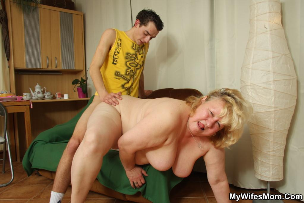 Порно фото зять и теща в сауне фото 545-349